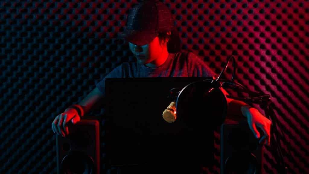 streamer red room